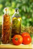 Huile d'olive, vinaigre, origan. images libres de droits