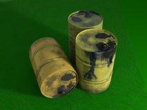Huile de baril en métal jaune sur l'herbe verte, vieux sale d'isolement sur le wh illustration stock