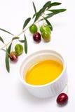 Huile de brindille d'olives et d'olive pure Photographie stock