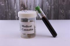 Huile de marijuana de pâté de cochon pour des douleurs et des maladies image stock