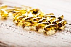 Huile de poisson Omega 3 capsules de gel Images libres de droits