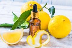 Huile essentielle d'agrumes de bergamote, cosmétique organique naturel d'huile d'aromatherapy photo libre de droits
