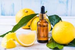 Huile essentielle d'agrumes de bergamote, cosmétique organique naturel d'huile d'aromatherapy photographie stock libre de droits