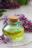 Huile essentielle d'arome de lilas Photos libres de droits