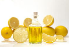 Huile essentielle de citron Photographie stock libre de droits
