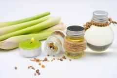 Huile essentielle de schénanthe avec l'Aromatherapy Photographie stock libre de droits