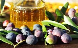Huile et olives d'olive. Photos libres de droits