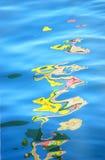 Huile sur l'eau images stock