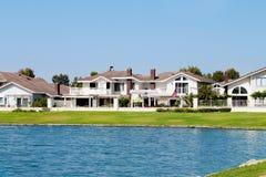 Huis 1 van de oever van het meer Royalty-vrije Stock Foto