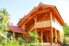 Huis & huis dat van hout wordt gemaakt Royalty-vrije Stock Fotografie