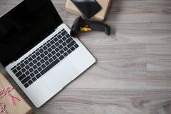 Huis bedrijfs mobiel materiaallaptop en scanner van topview royalty-vrije stock afbeelding