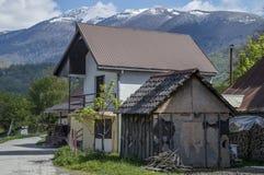 Huis, bergen stock afbeeldingen