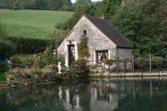 Huis bij platteland royalty-vrije stock afbeeldingen