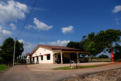 Huis, bomen, platteland stock foto