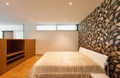 Huis, brede slaapkamer Royalty-vrije Stock Afbeelding