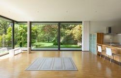 Huis, brede woonkamer Stock Fotografie