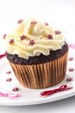 Huis dat cupcake met rode sterren wordt gemaakt Royalty-vrije Stock Foto's