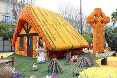 Huis dat van sinaasappelen en citroenen wordt gemaakt Stock Foto's