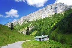 Huis in de Alpen Stock Afbeeldingen