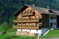 Huis in de Alpen van Italië Stock Afbeelding