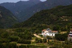 Huis in de berg Stock Afbeeldingen