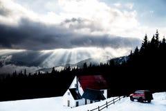 Huis in de skitoevlucht royalty-vrije stock foto