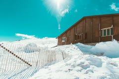 Huis in de sneeuw royalty-vrije stock fotografie