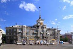 Huis in de stijl van recente Stalinist Neoclassicism in Rusland royalty-vrije stock fotografie