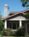 Huis in de voorsteden Stock Foto's