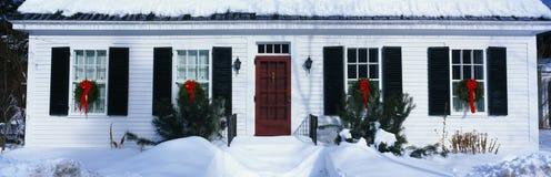 Huis in de winter het plaatsen Stock Fotografie