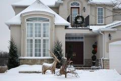 Huis in de Winter - Kerstmis Stock Afbeeldingen