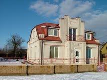 Huis in de wintertijd Royalty-vrije Stock Foto's