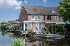 Huis dichtbij het water Royalty-vrije Stock Afbeeldingen