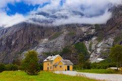 Huis dichtbij Trollstigen - Noorwegen Royalty-vrije Stock Afbeeldingen