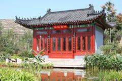 Huis dichtbij water royalty-vrije stock afbeelding