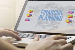 Huis die financiële planning gegevens verwerken Stock Afbeeldingen