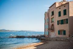 Huis door strand Stock Foto