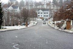 Huis in een sneeuwval Royalty-vrije Stock Afbeeldingen