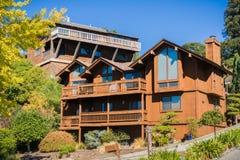 Huis in een woonbuurt de baai in van Oakland, San Francisco op een zonnige dag, Californië stock afbeeldingen