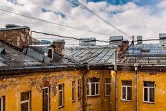 Huis en dak en hemel Stock Foto