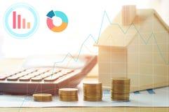 huis en financiën met calculator met grafieklijn en document Royalty-vrije Stock Fotografie