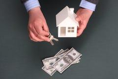 Huis en geld Stock Foto's