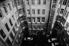 Huis en goed werf in het centrum van St. Petersburg Stock Fotografie