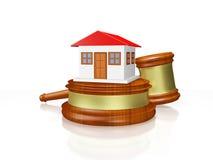 Huis en Rechter Gavel Mallet Stock Afbeeldingen