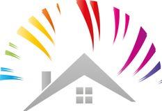 Huis en regenboog, zon, schilders en vakmanembleem stock foto