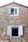 Huis en vensters Stock Foto
