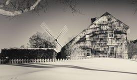 Huis en windmolen in het Oosten Hampton stock foto