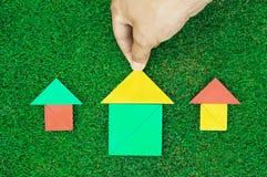 Huis en zon die van tangram cijfers wordt gemaakt Royalty-vrije Stock Foto's