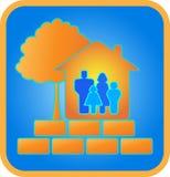 Huis, familie, baksteen en hout Royalty-vrije Stock Foto's