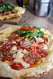 Huis-gebakken Pizza stock afbeeldingen